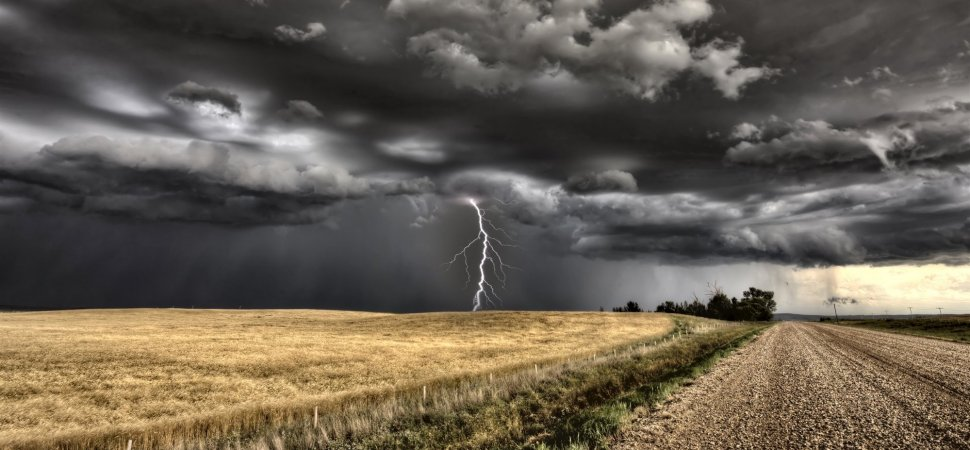 Lightening_Over_Farm_Field